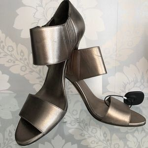 GUCCI Metallic Silver Leather Ankle Strap Heels